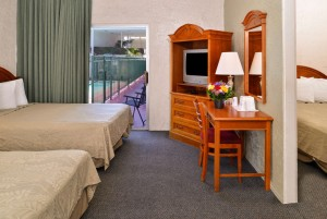 Americas Best Value Inn Loma Lodge - Guest Room with 3 Double Beds
